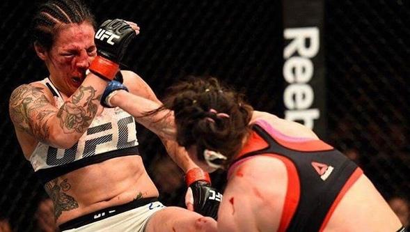 První Češka v UFC