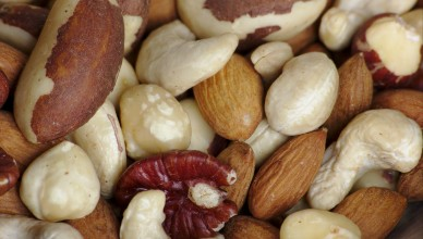 Fancy_raw_mixed_nuts_macro