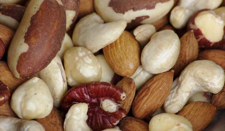 Fancy_raw_mixed_nuts_macro