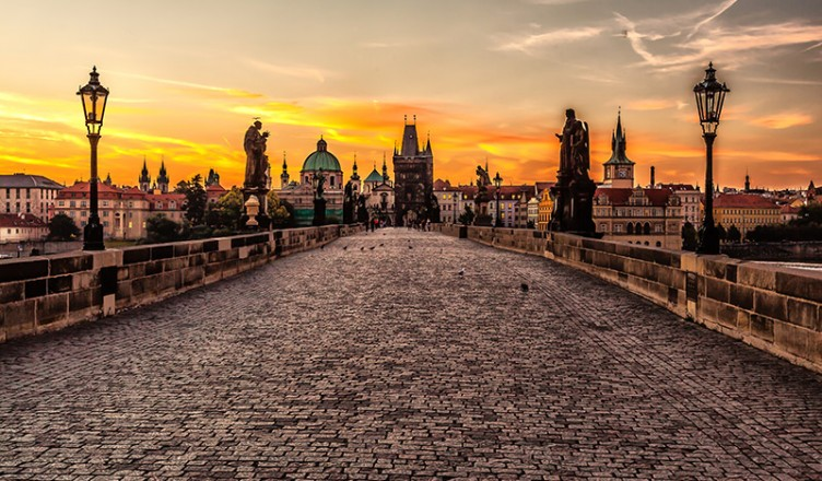 Prague_sunrise_(8099151633)-2