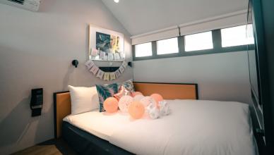 masivní dětské postele
