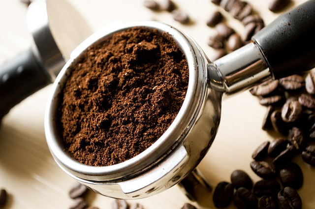 Čerstvě namletá káva