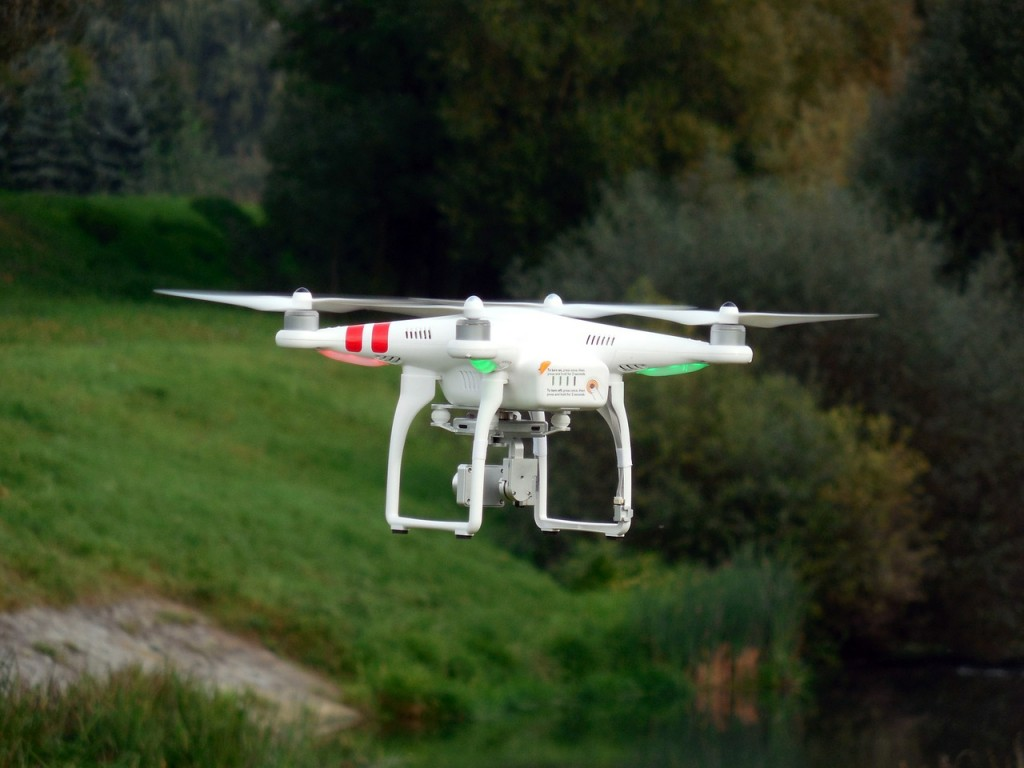 quadrocopter-451751_1280